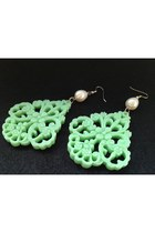 petqa earrings