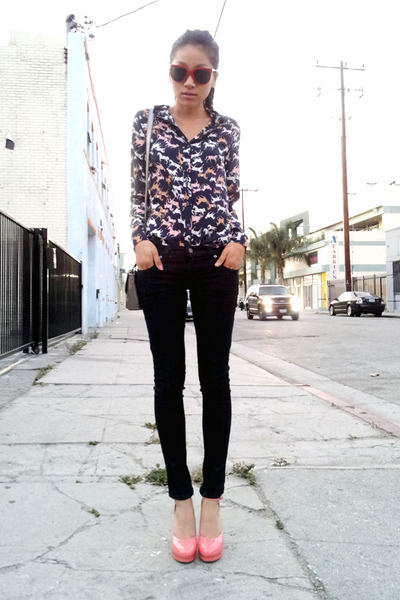 LF stores jeans - Ray Ban sunglasses - H&M blouse