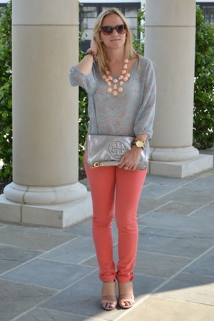 light pink H&amp;M necklace - silver tory burch bag - Chanel sunglasses
