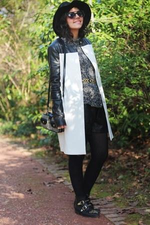 Zara coat - Stradivarius boots - Zara shorts - Zara jumper - Zara belt