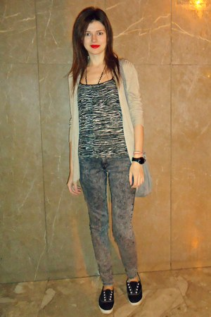 charcoal gray H&M jeans - silver Bershka bag - dark brown Zara top
