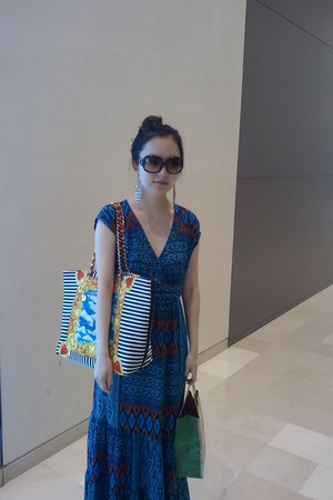 blue Love Moschino bag - black dior sunglasses - mustard Accessorize earrings