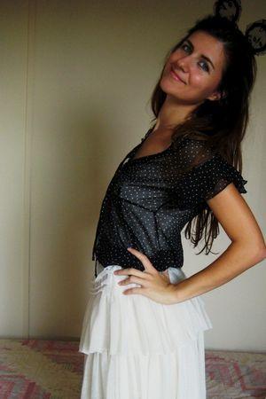 black wwwpinkpongetsycom accessories - black blouse - beige Mango skirt