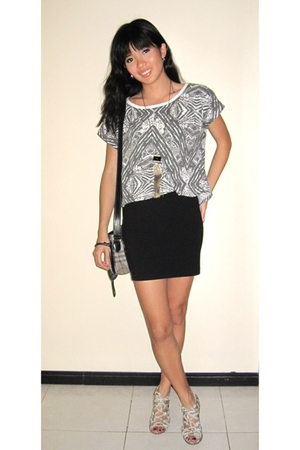 Dorothy Perkins t-shirt - H&M skirt - Burberry purse - Aldo shoes