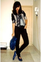 Gap top - - purse - forever 21 jeans - adidas shoes