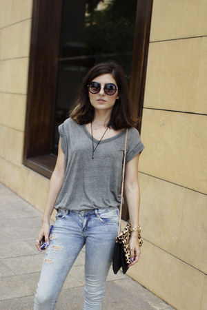 charcoal gray Zara t-shirt - blue skinny jeans pull&bear jeans