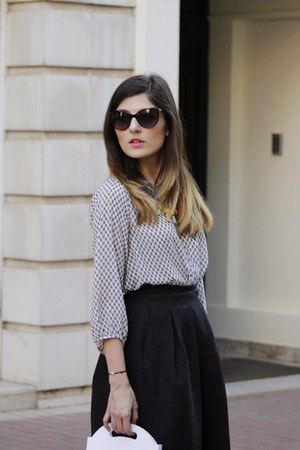 black H&M skirt - heather gray black and white H&M shirt - ruby red Mango bag