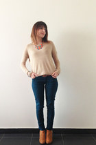 beige knitted jumper Stradivarius jumper - camel studded booties pull&bear boots