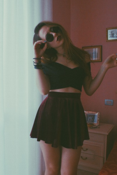 round Yesfor sunglasses - velvet Sheinside skirt - crop top Yesfor top