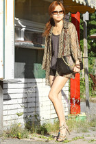 vintage blouse - leather clutch Halston Heritage bag - Gucci sunglasses
