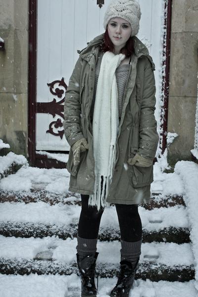 levis-coat-topshop-hat-tk-maxx-scarf-topshop-leggings-uniqlo-socks-doc_400.jpg
