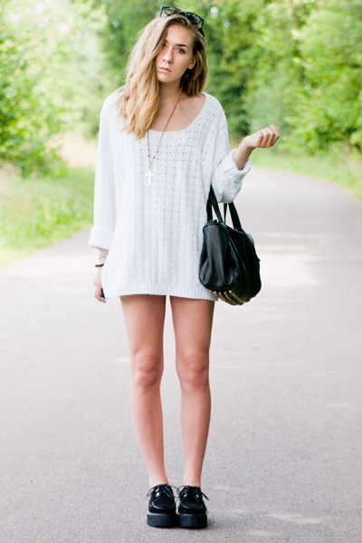 white vintage sweater - creepers Sheinside shoes - studded black Joy bag