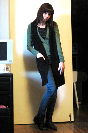 green Urban Outfitters shirt - black H&M t-shirt - black H&M vest - blue Forever
