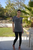 black H&M leggings - gray tunic Express top - red sandals