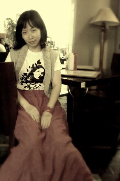 hot pink no brand skirt - white Airwalk t-shirt