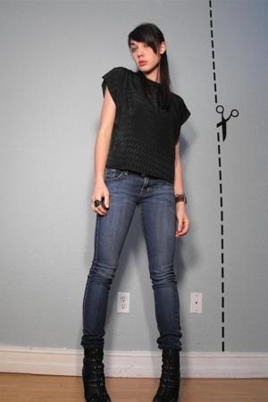 vintage black simple top - BDG Jeans - Sam Edelman Booties - vintgae velour top