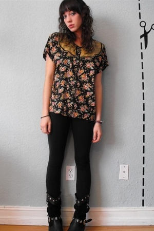 vintage black floral peasant top - aa black winter leggings - vintage studded bo