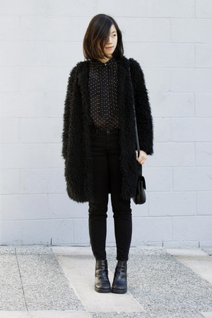 black chunky boots - black furry coat