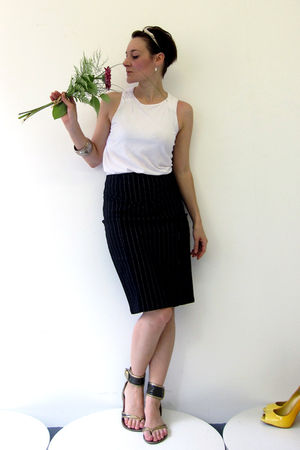 white Osklen top - black unknown brand skirt - green naughty monkey shoes