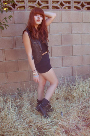 black American Apparel skirt - black thrifted boots - brown thrifted belt - brow