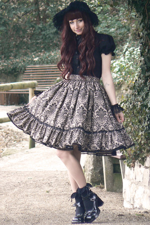 black handmade skirt - black bonnet Handmade by Maxë hat