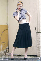 black pleated skirt vintage skirt - black off brand heels