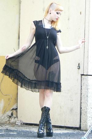 black vintage dress - black lack shoes Bodyline heels