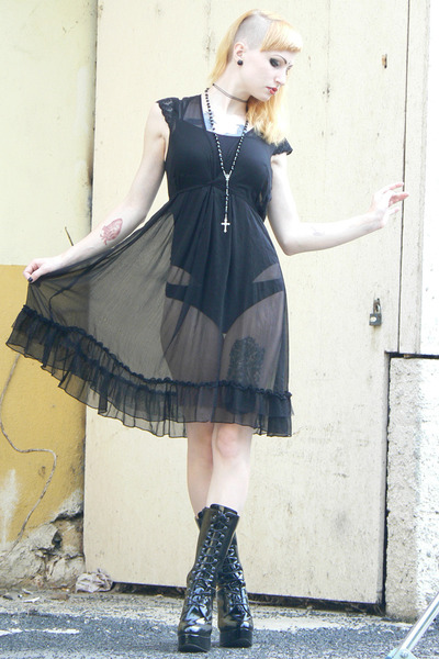 black vintage dress - black lack shoes Bodyline heels