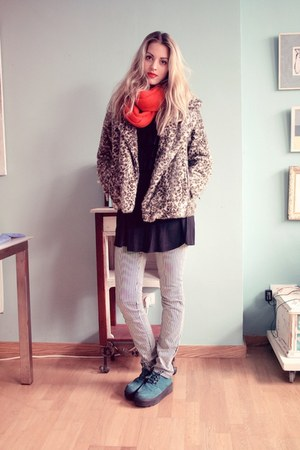 Secondhand pants - H&M shoes - Zara coat - Primark scarf - vintage blouse