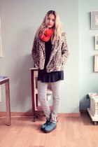 Secondhand pants - H&M shoes - Zara coat - Primark scarf - vintage blouse