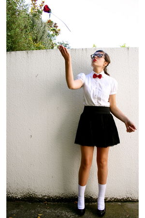 red tie - white blouse - black Forever21 skirt - black shoes