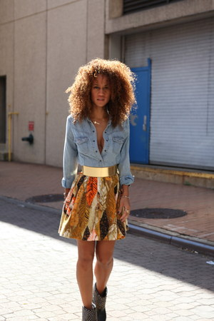 gold printed Tracy Feith skirt - black clogs studded sam edelmen boots