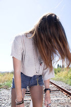cropped Millau sweater - high-waisted Levis shorts - key Lucky Brand necklace