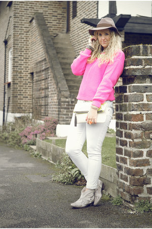 heather gray ankle cowboy Zara boots - white Primark jeans