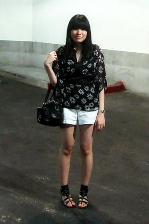 black Secondhand top - white Old Navy shorts - black Aldo shoes - black etienne