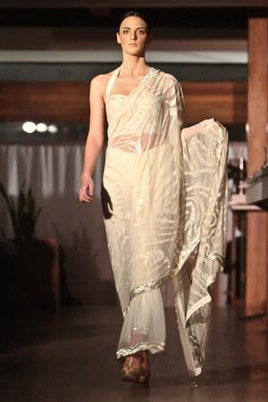 Se Sens Serene & Satya Paul top - Se Sens Serene & Satya Paul skirt - Se Sens Se