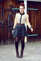 eggshell swan print Sheinside blouse - dark brown belt - black leather skirt