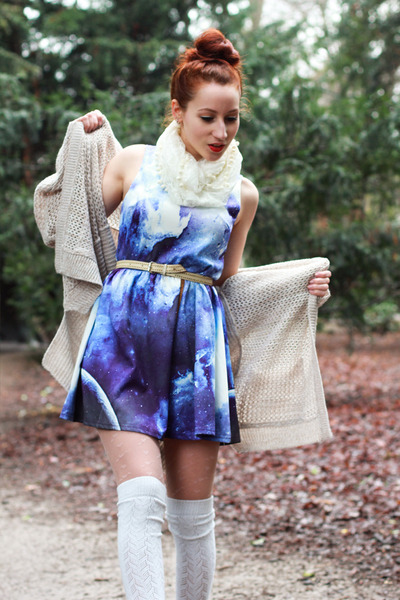 navy galaxy print dress - ivory Primark scarf - tan GINA TRICOT cardigan