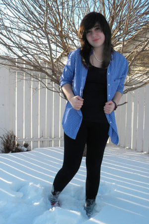 blue Talula shirt - black Talula t-shirt - black leggings - red Keds shoes