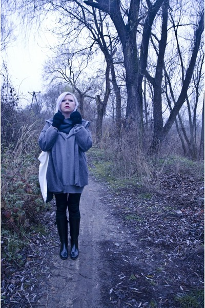 black Kari boots - off white agalospl bag - charcoal gray second hand blouse