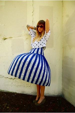 star Forever 21 t-shirt - thrifted vintage skirt - suede Dolce Vita heels