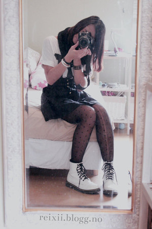 black GINA TRICOT scarf - H&M skirt