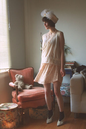 white vintage hat - white Urban Outfitters blouse - beige wilfred dress - black