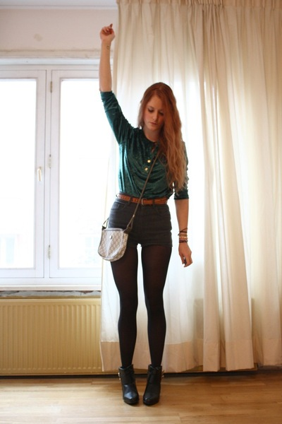 Green-vintage-sweater-gray-vintage-shorts-white-vintage-purse-brown-vintag