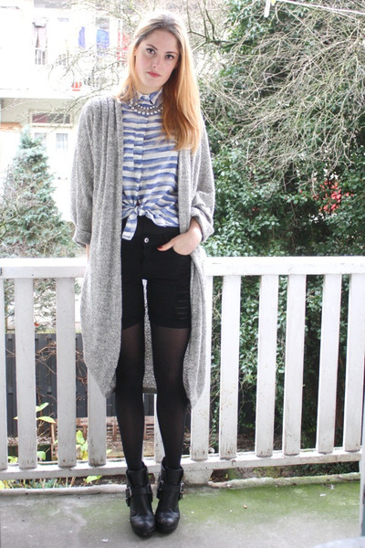 periwinkle striped 2dayslook blouse - black buckled Dolce Vita boots