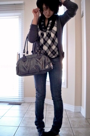volcom shirt - Zara sweater - Bluenotes jeans - Laura hat - Roxy purse