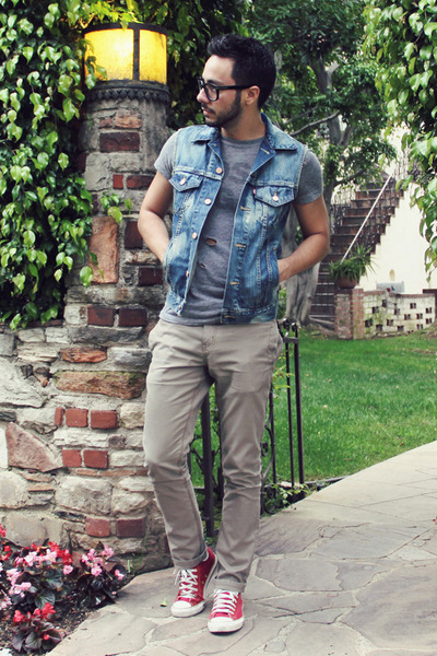 sky blue denim Levis vest - heather gray lost vegas thrifted shirt