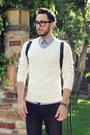 Navy-hot-topic-jeans-off-white-v-neck-club-monaco-sweater