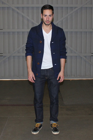 navy boat shoes Vans shoes - navy H&amp;M jeans - white Hanes shirt
