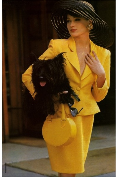 yellow bag - black hat - yellow suit